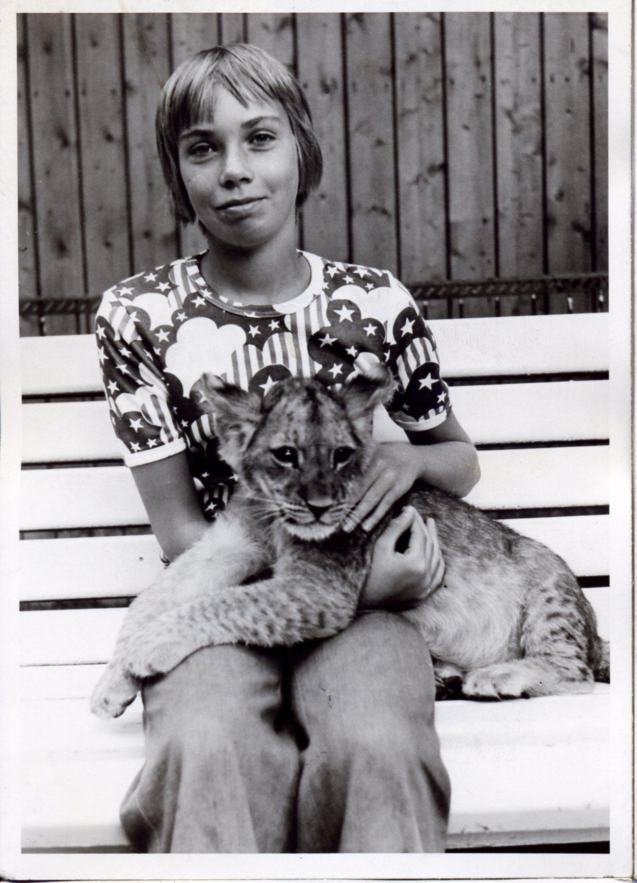 1972-1974-berliner-zoo-tom-mit-loewe